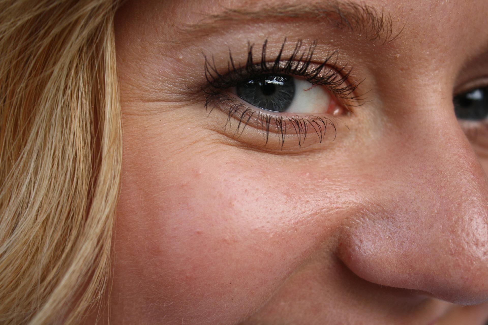 mature eyes