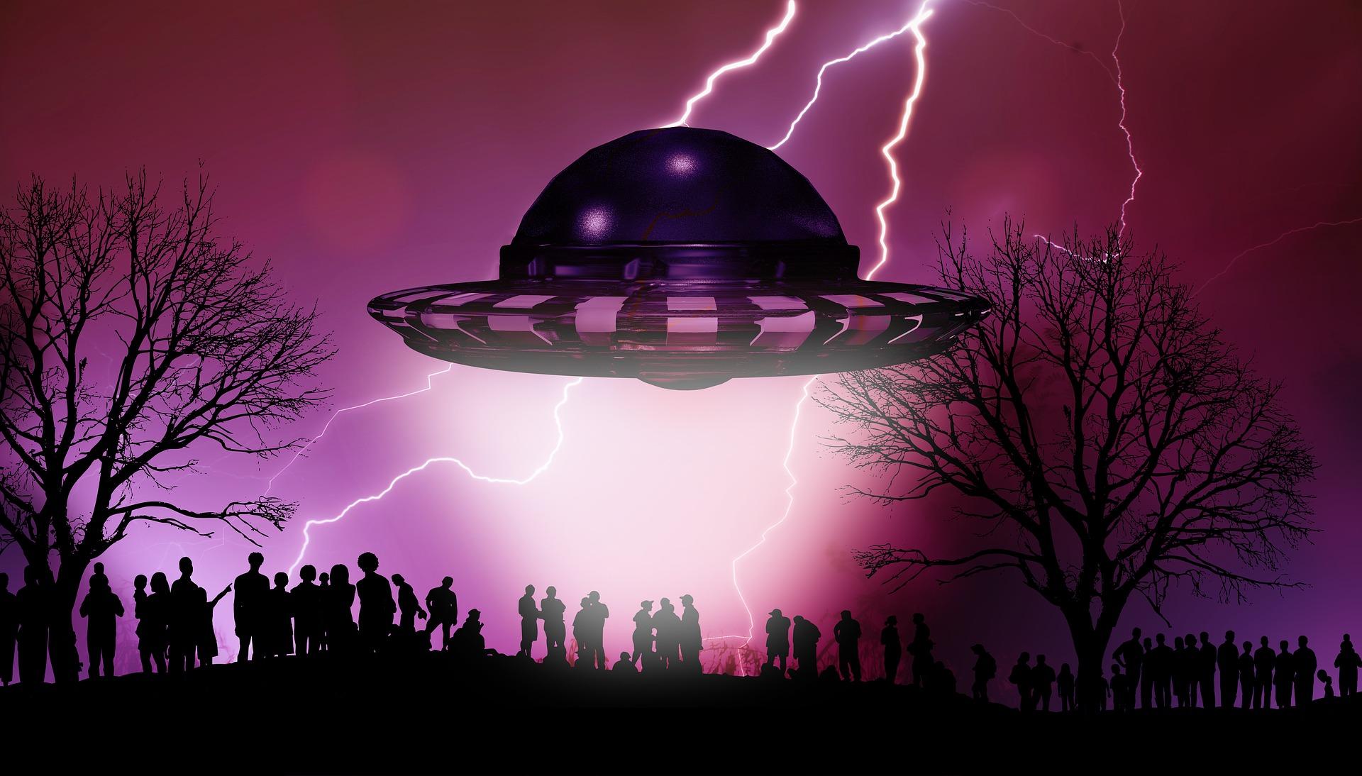 UFOs landing