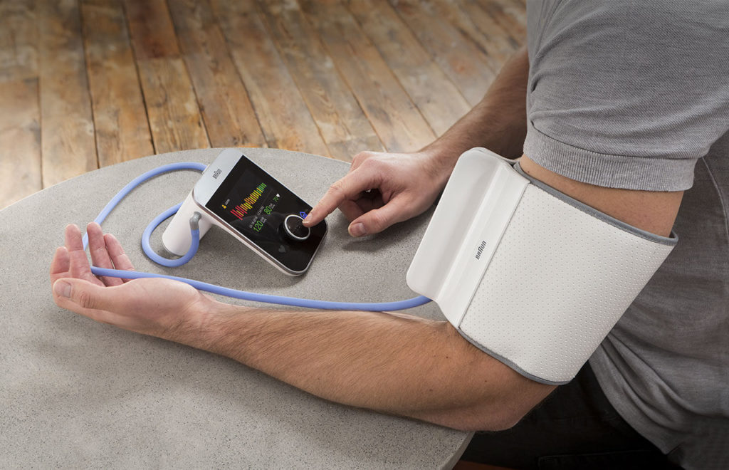 Braun ActivScan™ 9 in use